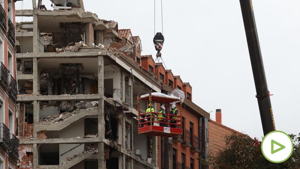 Edificio siniestrado tras la explosión, en la calle Toledo de Madrid.