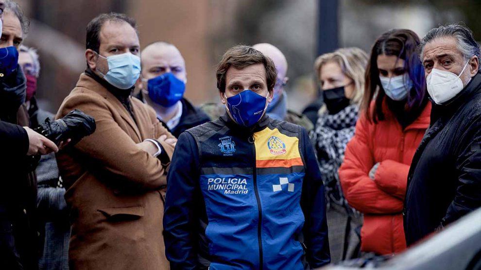 El alcalde de Madrid, José Luis Martínez-Almeida, acude a visitar la zona afectada. Foto: EP