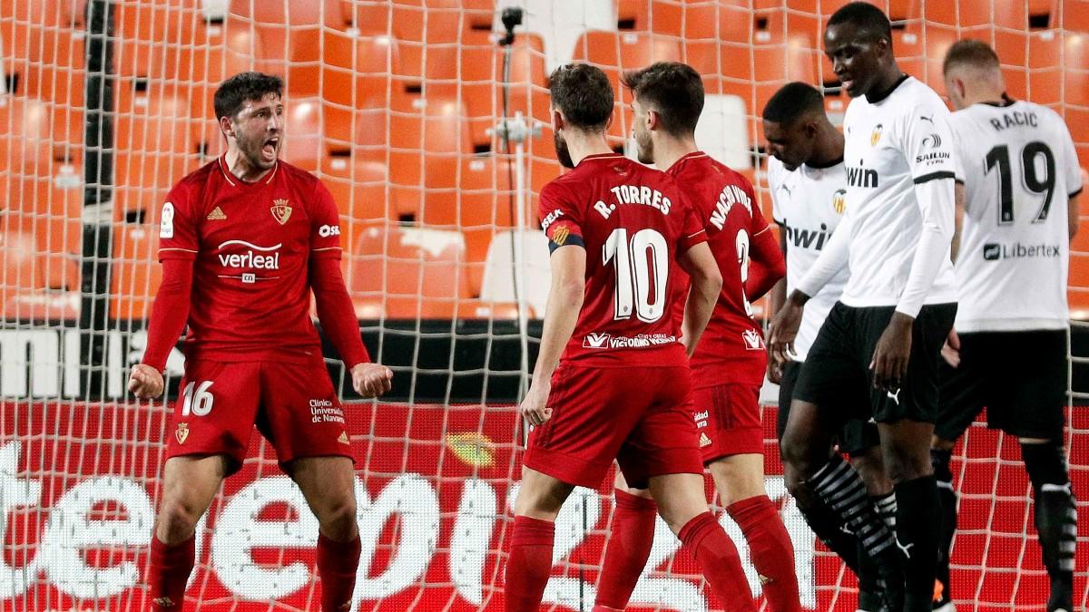 Valencia y Osasuna empataron en Mestalla. (EFE)