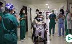 Un médico del hospital de Córdoba vuelve a casa entre aplausos tras casi un año ingresado por covid