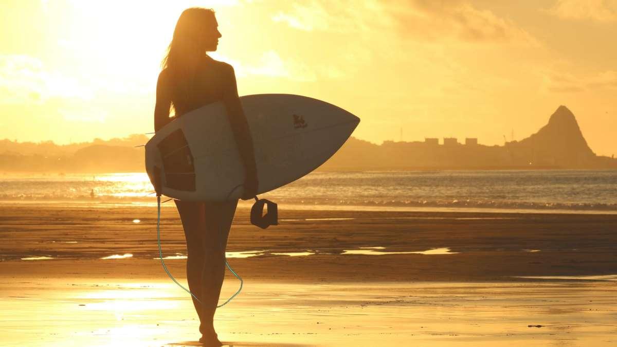 El surf es uno de los deportes más practicados en España