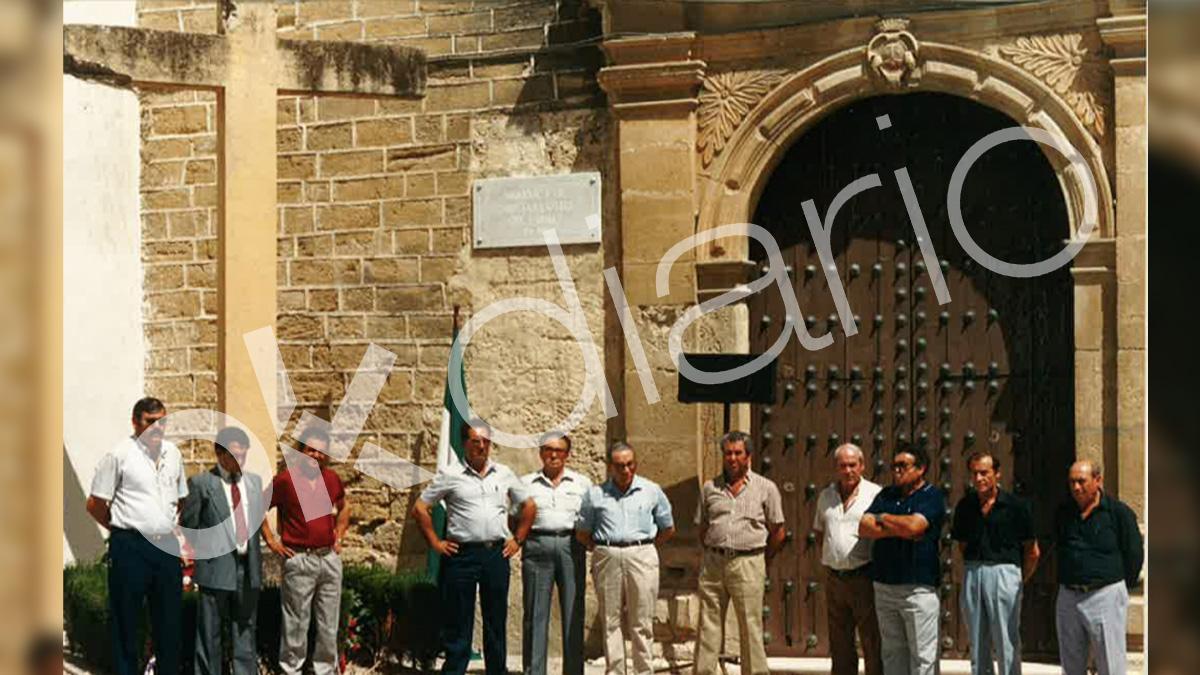 Homenaje del PSOE en 1987 junto a la Cruz de Aguilar a su alcalde de la II República fallecido en la Guerra Civil.