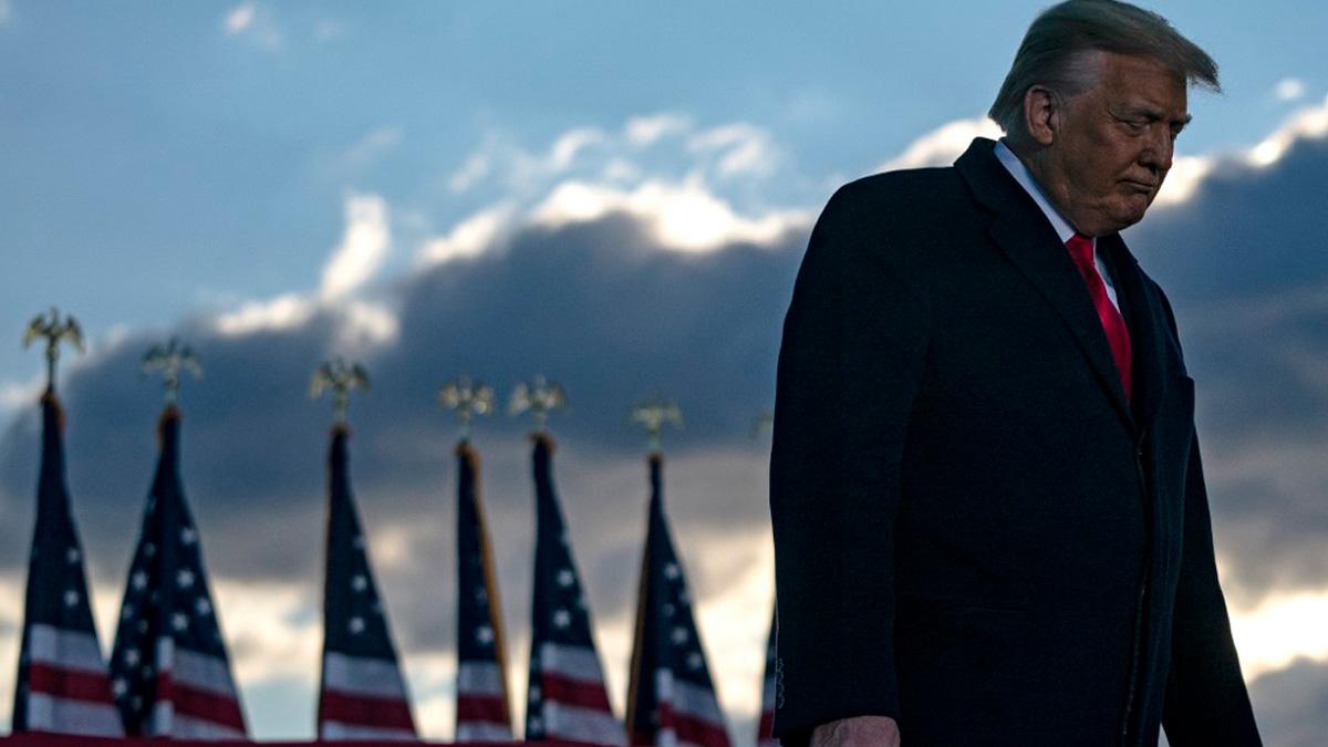 Donald Trump durante el acto de despedida de su mandato tras abandonar la Casa Blanca para dar paso a Joe Biden, su sucesor como presidente de los EEUU. Foto: AFP