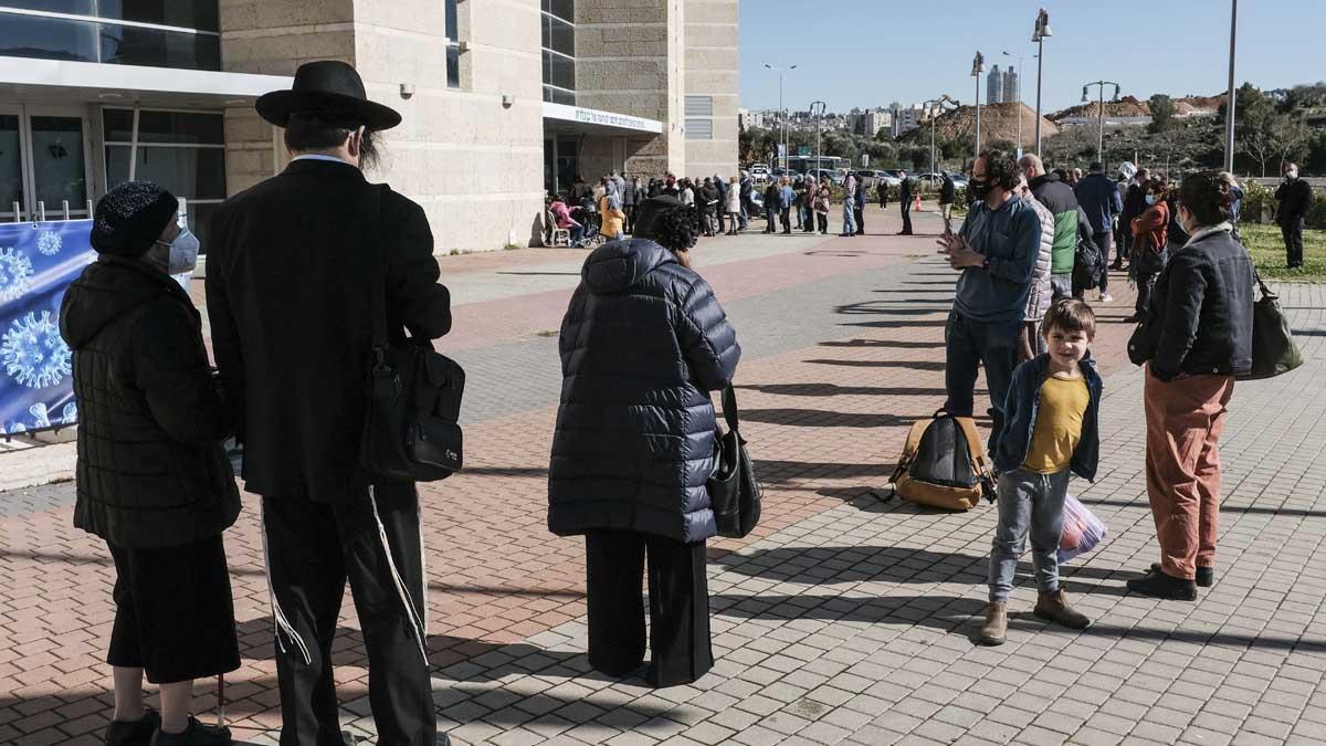 Cola para vacunarse en Jerusalén. Foto: Europa Press.