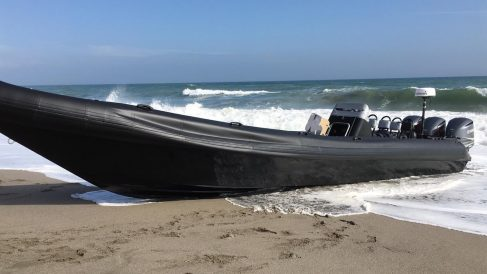 Una narcolancha incautada en las costas de Cádiz (Foto: Europa Press).