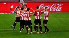 Los jugadores del Athletic celebran un gol. (EFE)