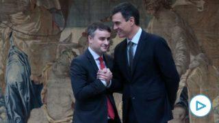 El presidente del Gobierno, Pedro Sánchez, y su jefe de gabinete, Iván Redondo. (Foto: Moncloa)