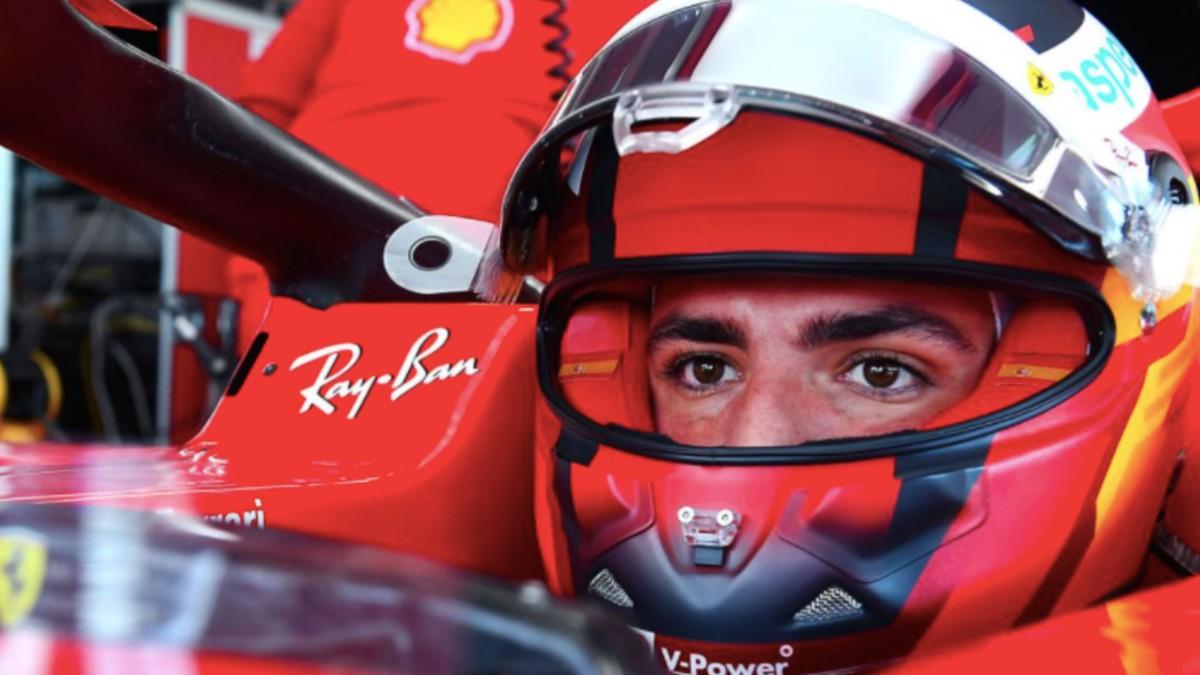 Carlos Sainz, subido en el Ferrari. (F1.com)