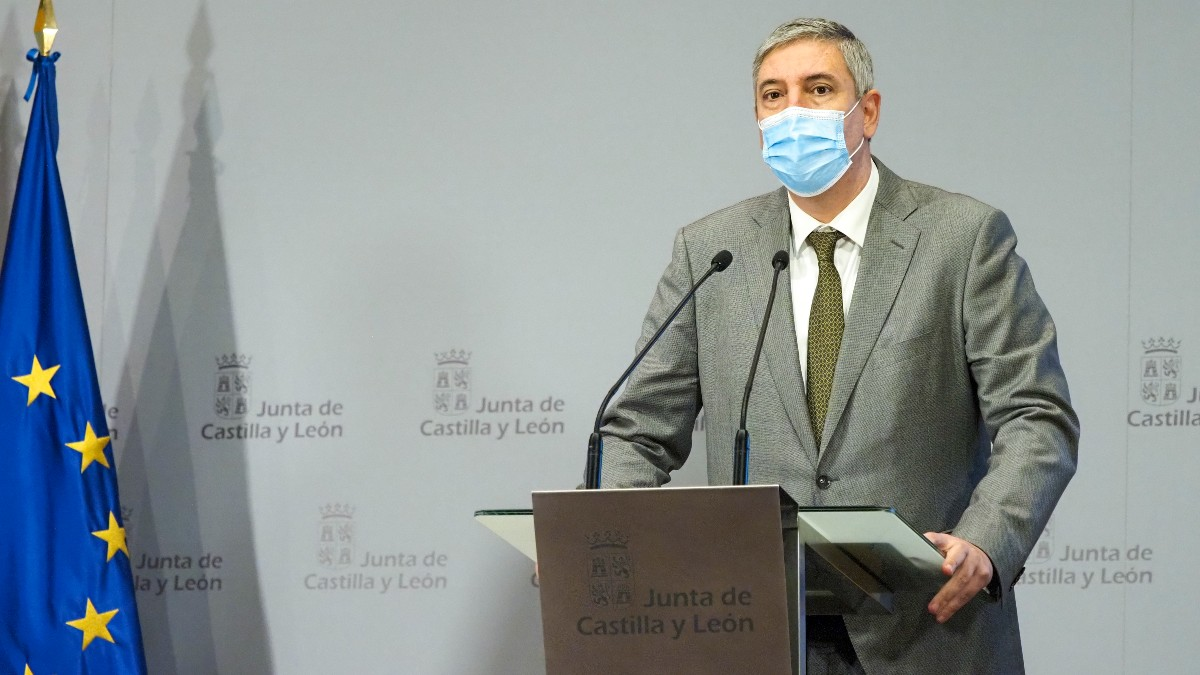 El presidente de Anfac y presidente-director general de Renault España, José Vicente de los Mozos, tras reunirse con el presidente de la Junta, Alfonso Fernández Mañueco.
