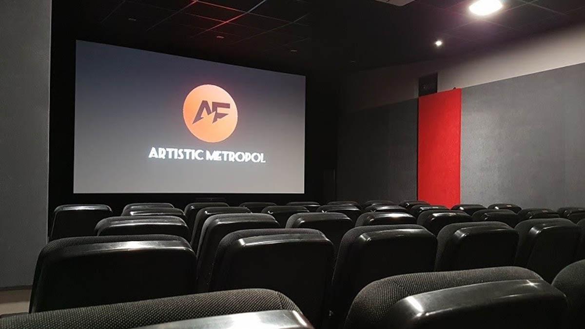 La sala de cine madrileña Artistic Metrolpol ofrece comprar entradas con las antiguas pesetas.