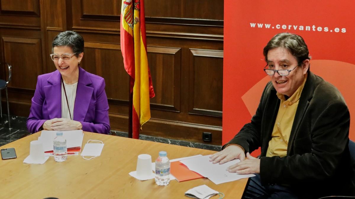 La ministra de Exteriores, Arancha González Laya, y el director del Instituto Cervantes, Luis García Montero. (Foto: EP)