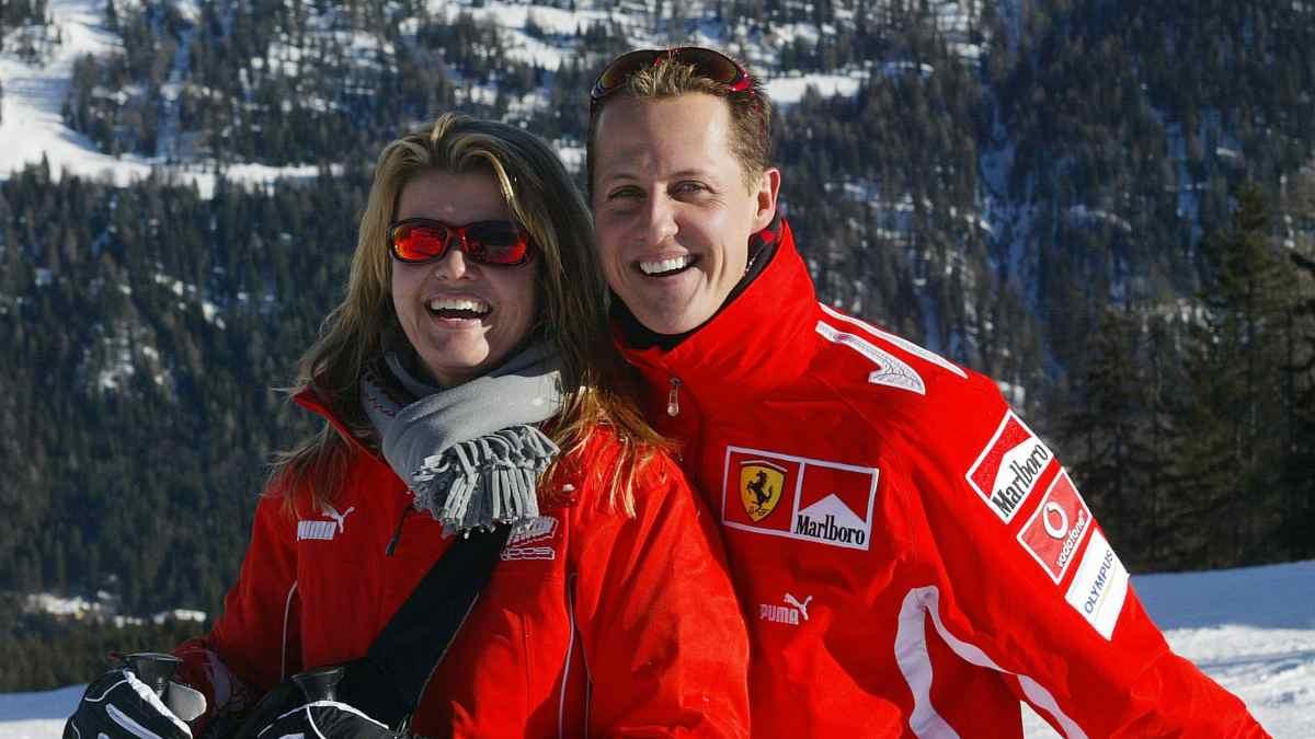 Corinna y Michael Schumacher esquiando. (AFP)