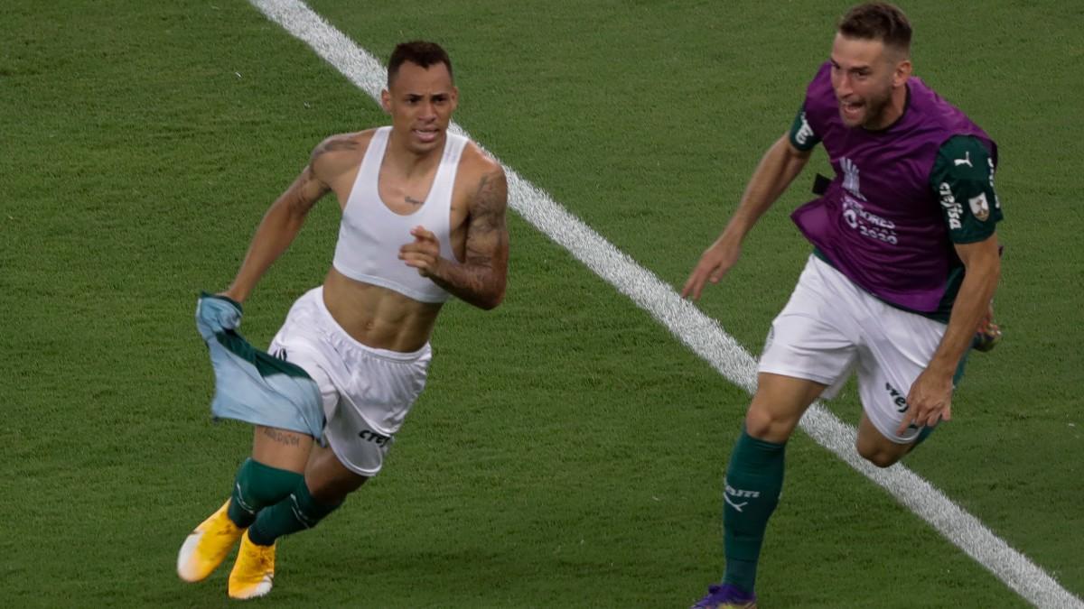 Breno Lopes celebra el gol que dio la victoria a Palmeiras. (AFP)