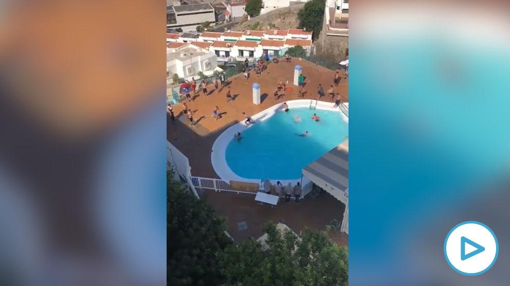 La Guardia Civil pone 4 denuncias en un hotel canario en el que los inmigrantes se lanzaban a la piscina