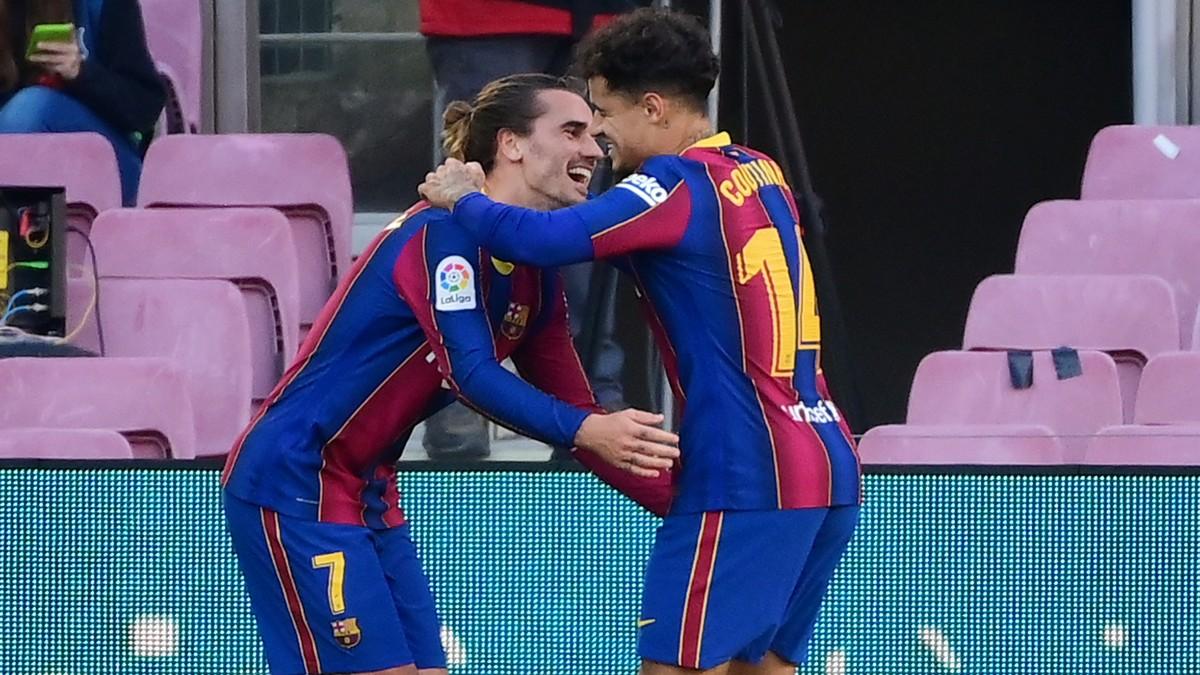 Griezmann y Coutinho celebran un gol del brasileño. (AFP)