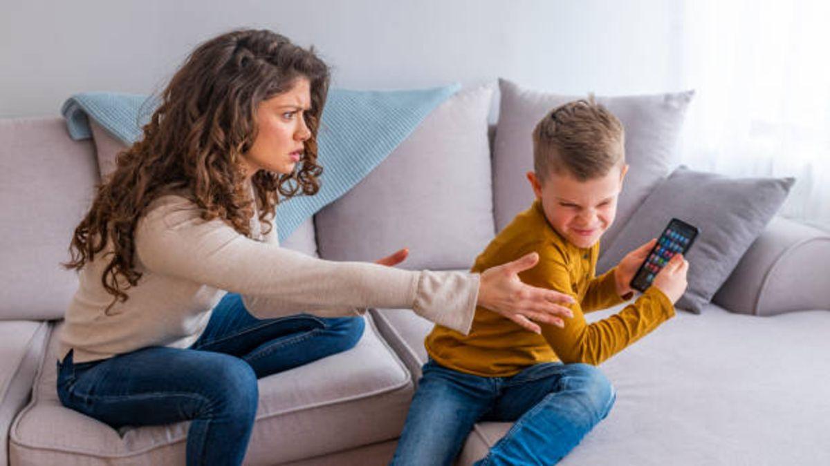 Cuando es mejor comprar a los niños su primer móvil