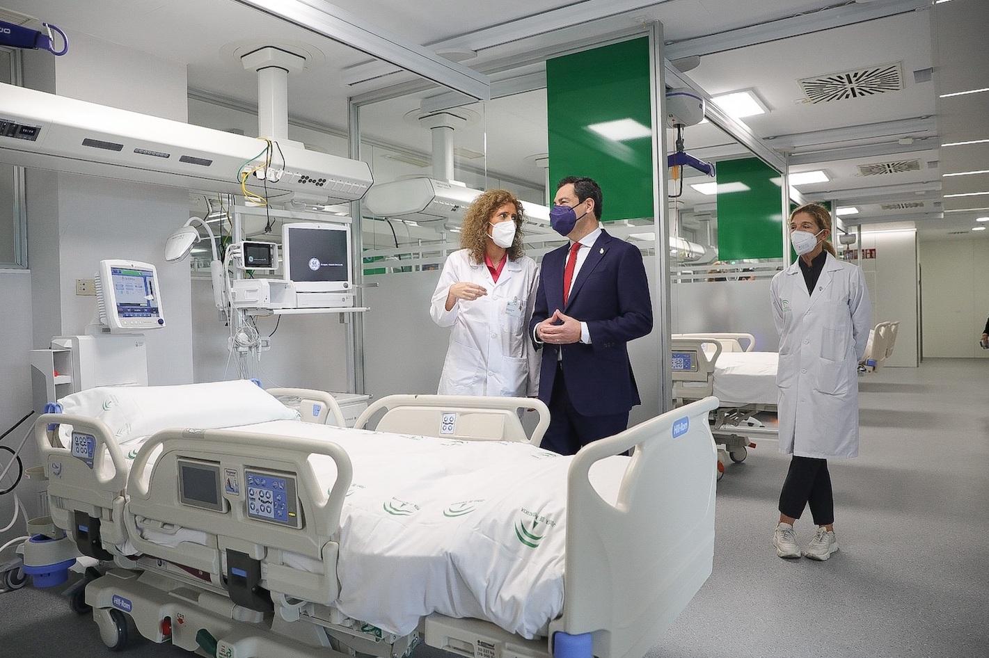 Juanma Moreno inaugura el nuevo Hospital de Emergencias Covid-19, en Sevilla.