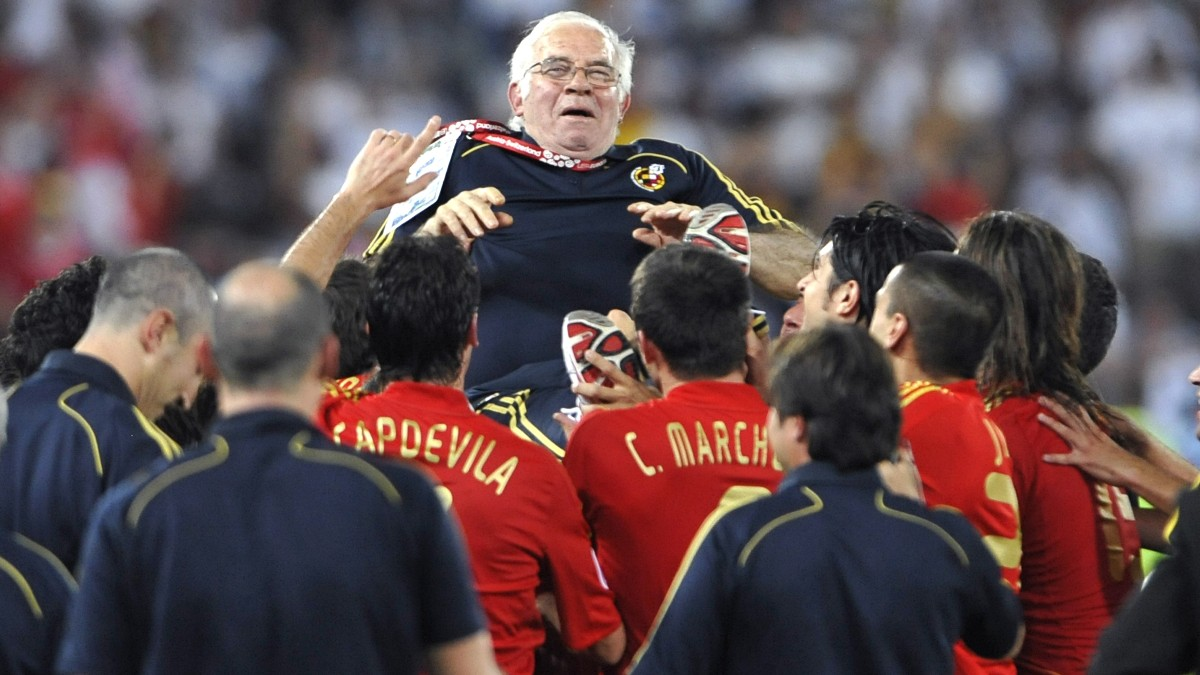 Luis Aragonés, tras ganar la Eurocopa. (AFP)