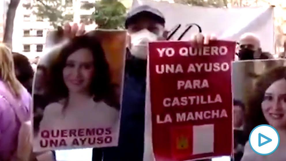 Los hosteleros castellano-manchegos reivindican a Isabel Díaz Ayuso.
