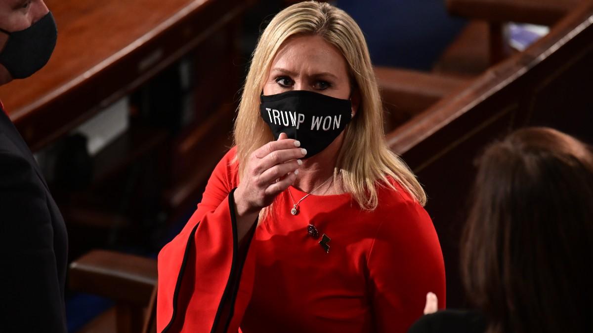 La congresista republicana por Georgia, Marjorie Greene, con una mascarilla de apoyo a las teorías infundadas de fraude electoral. Foto: EP