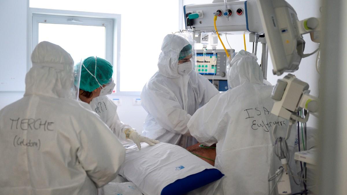Pacientes Covid en una UCI.