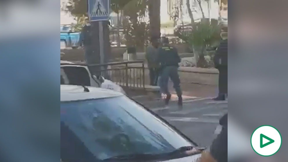 Detenido en Vícar (Almería) por amenazar con un hacha a viandantes.