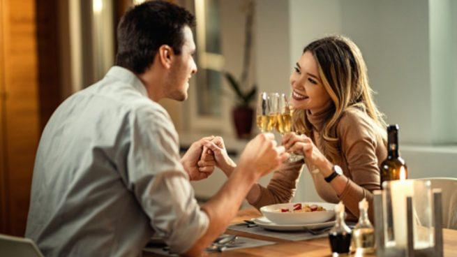 Estos son los beneficios de cenar pronto, en casa y en los restaurantes