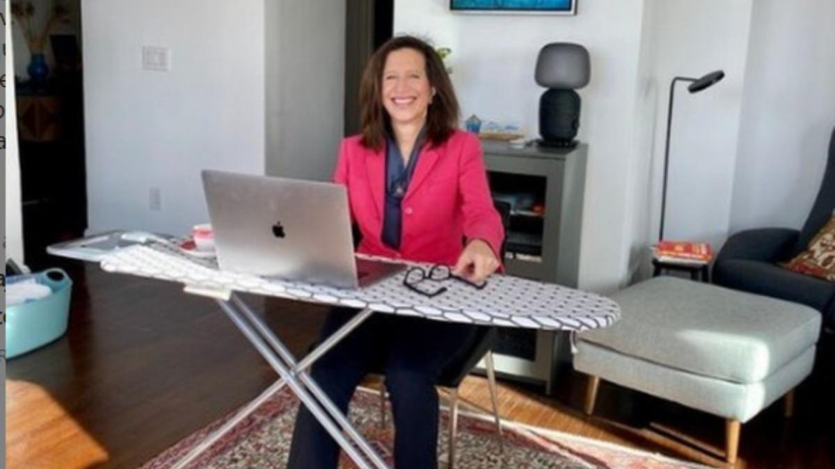 """Del despacho de Naciones Unidas a su casa: """"Convertí mi tabla de planchar en un escritorio"""""""
