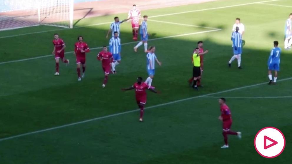 Drenthe marcó un gran gol en el derbi de Murcia.