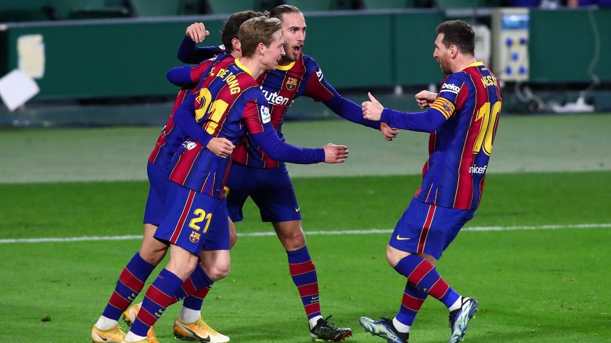 Los jugadores del Barcelona celebran el 2-3 de Trincao. (Getty)