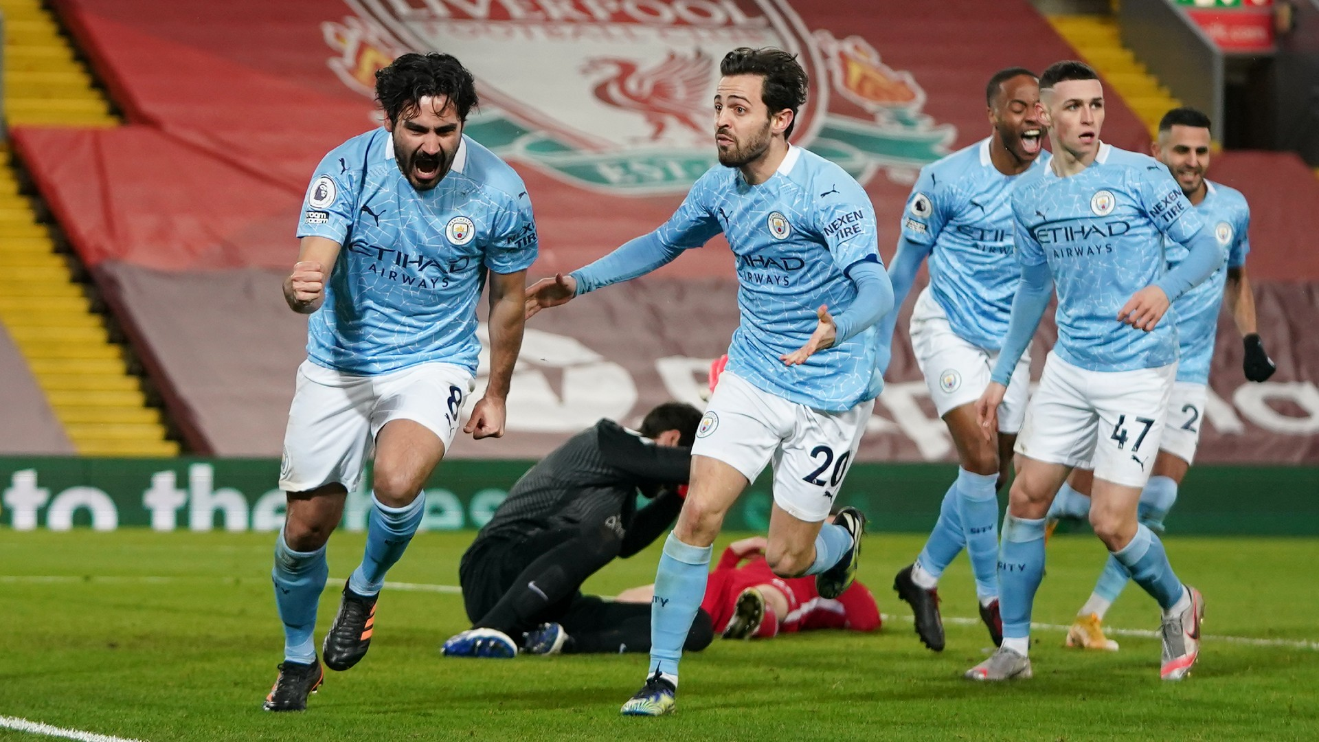 Gundogan celebra su tanto en Anfield. (Getty)