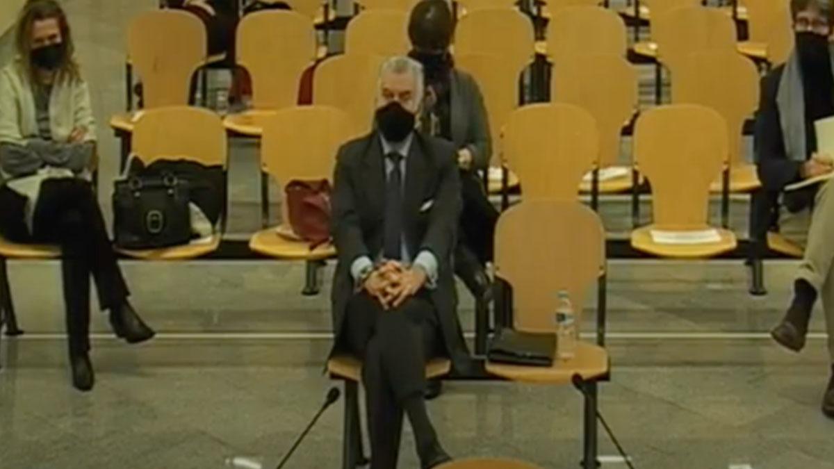 Luis Bárcenas sentado en el banquillo en la Audiencia Nacional