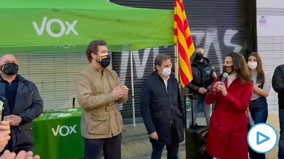 Rocio Monasterio e Iván Espinosa de los Monteros durante el acto de Vox en Barcelona.