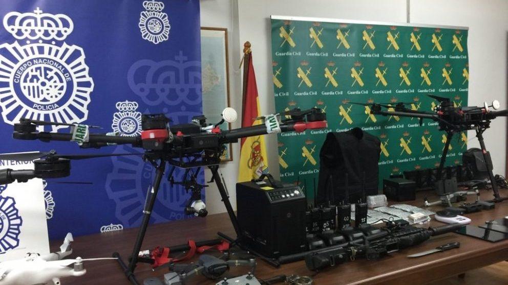 Material decomisado en Ceuta en un operativo policial contra el tráfico de drogas en drones.