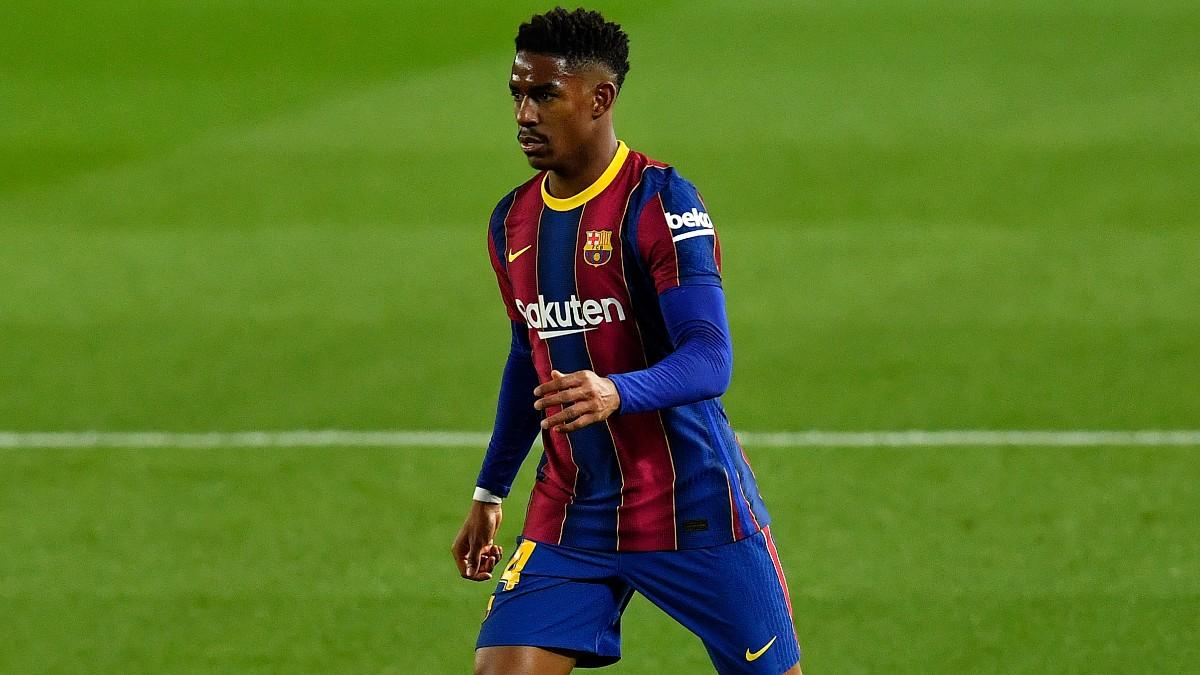 Junior Firpo durante un partido con el Barcelona. (AFP)