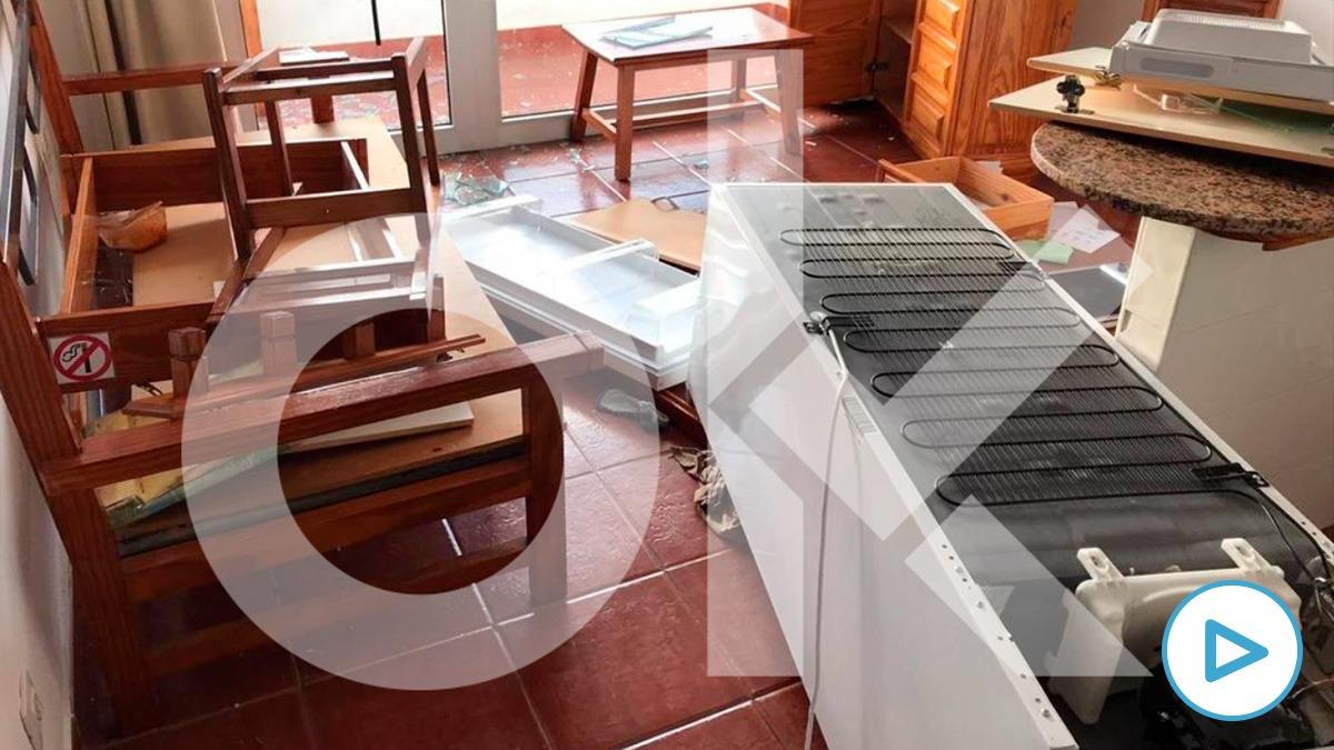 Las instalaciones de un hotel en el que se alojan 300 'menas' amaneció destrozado tras una pelea multitudinaria. Image 2021-02-10 at 12.27.38
