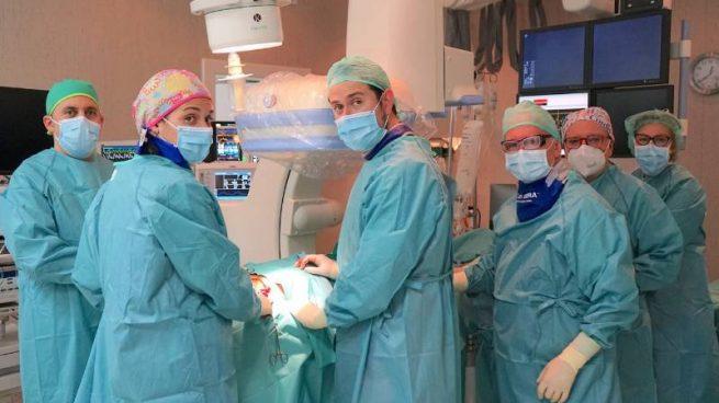 Cómo tratar un aneurisma de aorta abdominal complejo de forma mínimamente invasiva