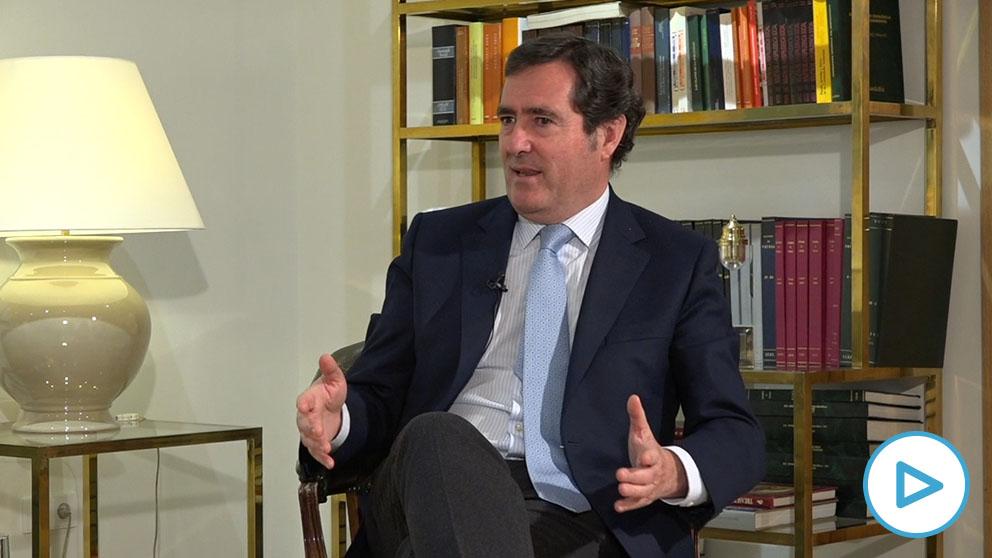 El presidente de la CEOE, Antonio Garamendi, durante la entrevista a OKDIARIO
