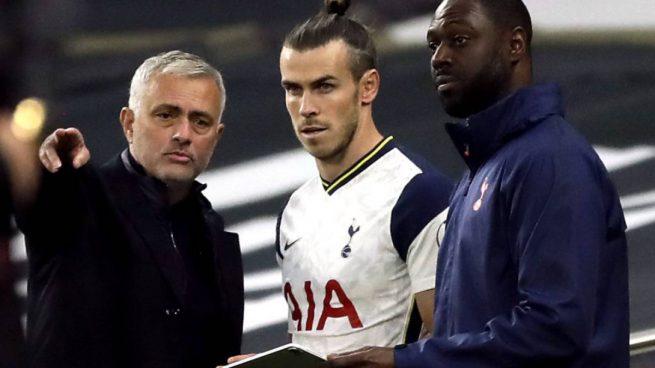 Bale recibe órdenes de Mourinho (Getty).