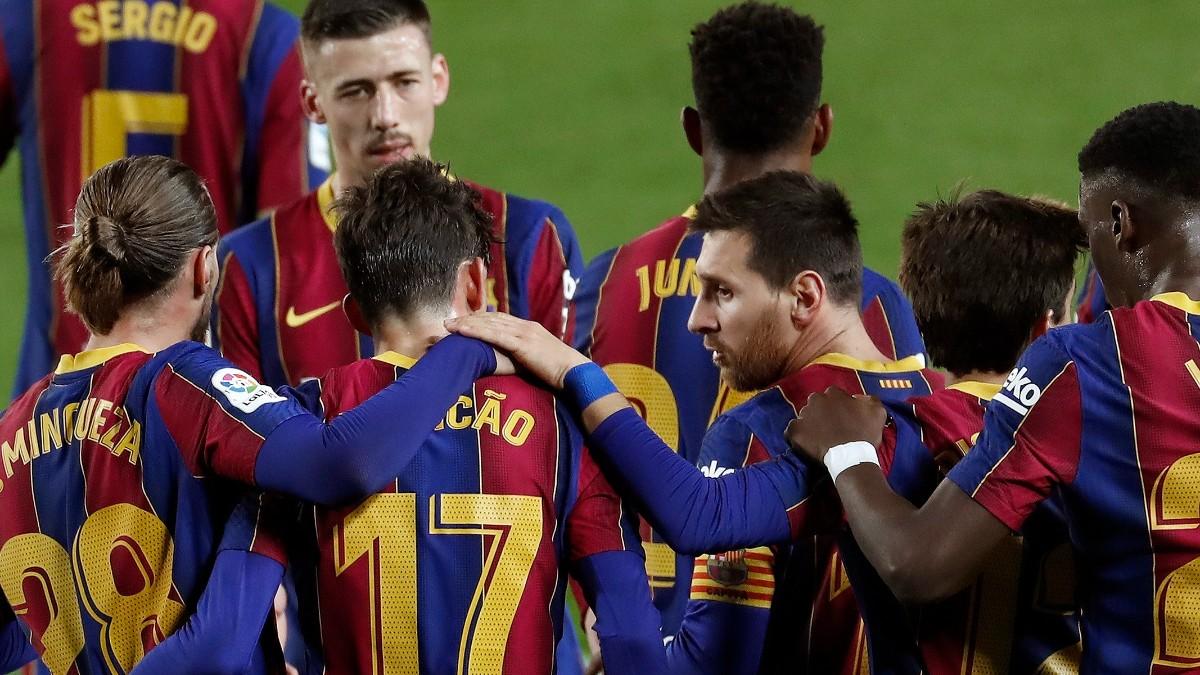 Los jugadores del Barcelona celebran el gol de Trincao ante el Alavés. (EFE)