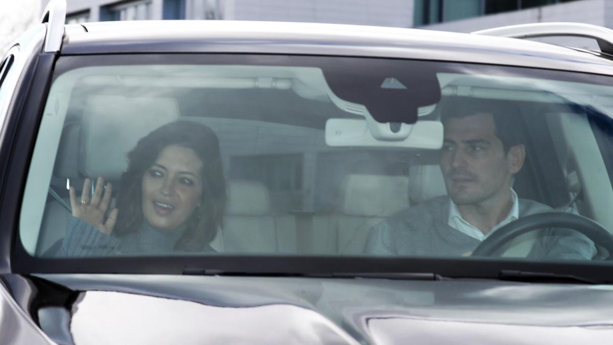 Sara Carbonero e Iker Casillas volviendo a casa (Gtres)