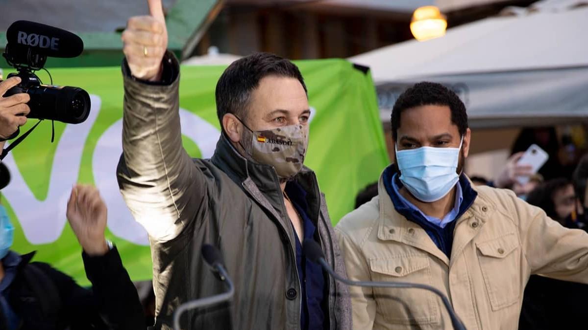 Santiago Abascal e Ignacio Garriga en un acto de la campaña del 14-F. (Foto: Vox)