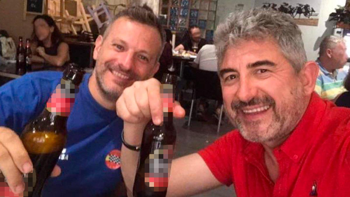 Foto de los dos policías de Linares que se ha hecho viral.