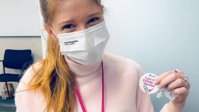 La hija de Bill Gates se vacuna contra el coronavirus: