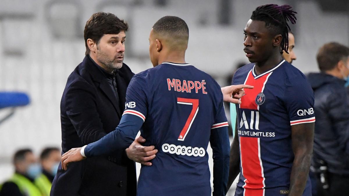 Pochettino da indicaciones a Mbappé y a Kean. (AFP)