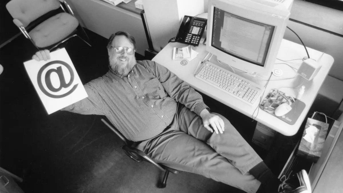 Ray Tomlinso, creador del correo electrónico