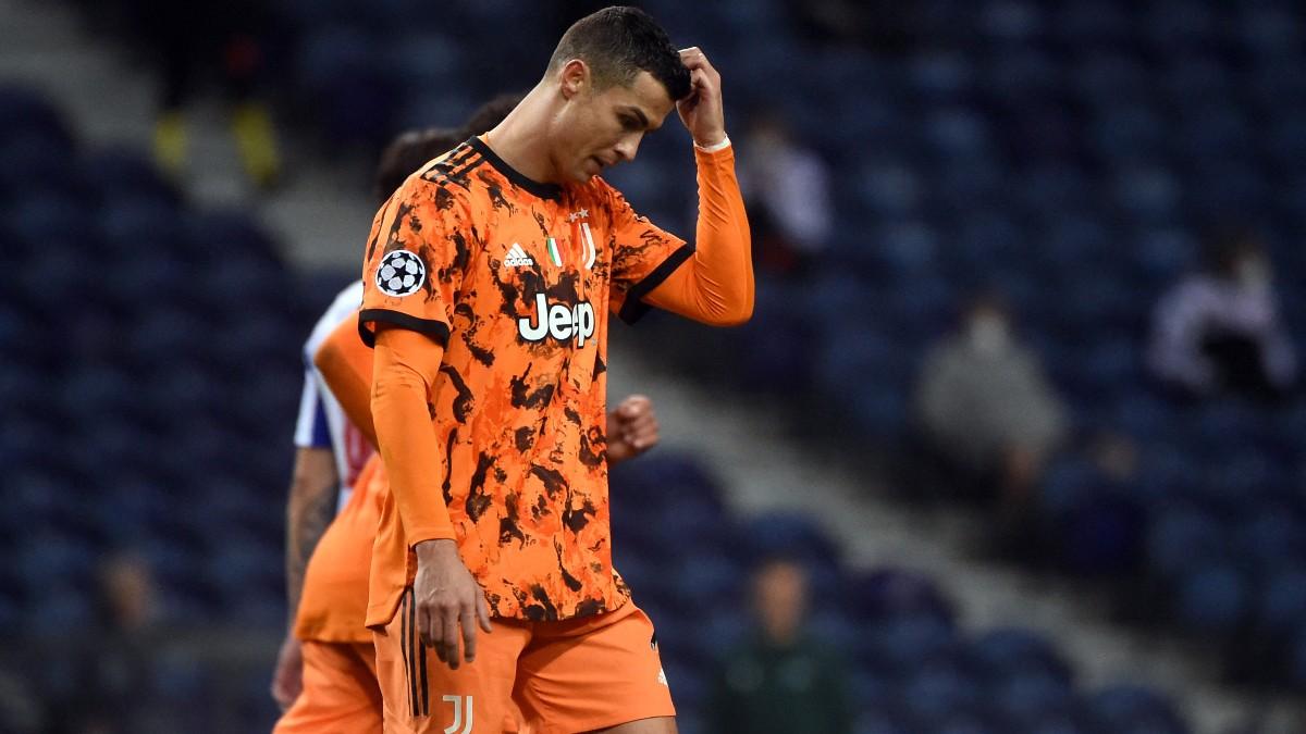 Cristiano, cabizbajo durante el partido ante el Oporto. (AFP)