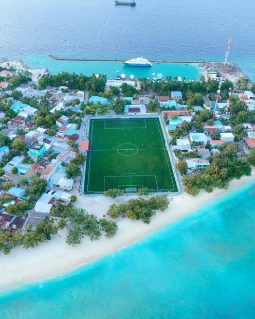 The 10 strangest stadiums in the world: island in the Maldives, train track, a castle, floating ...