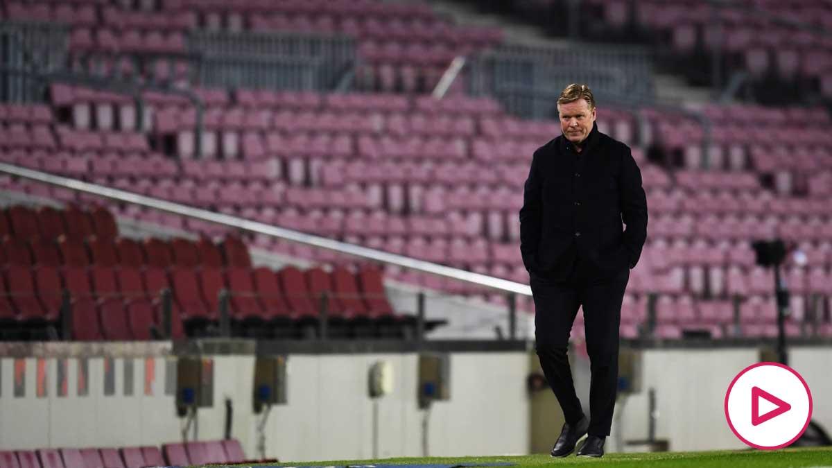 Koeman, cabizbajo en la banda del Camp Nou durante el Barça-PSG. (Getty)