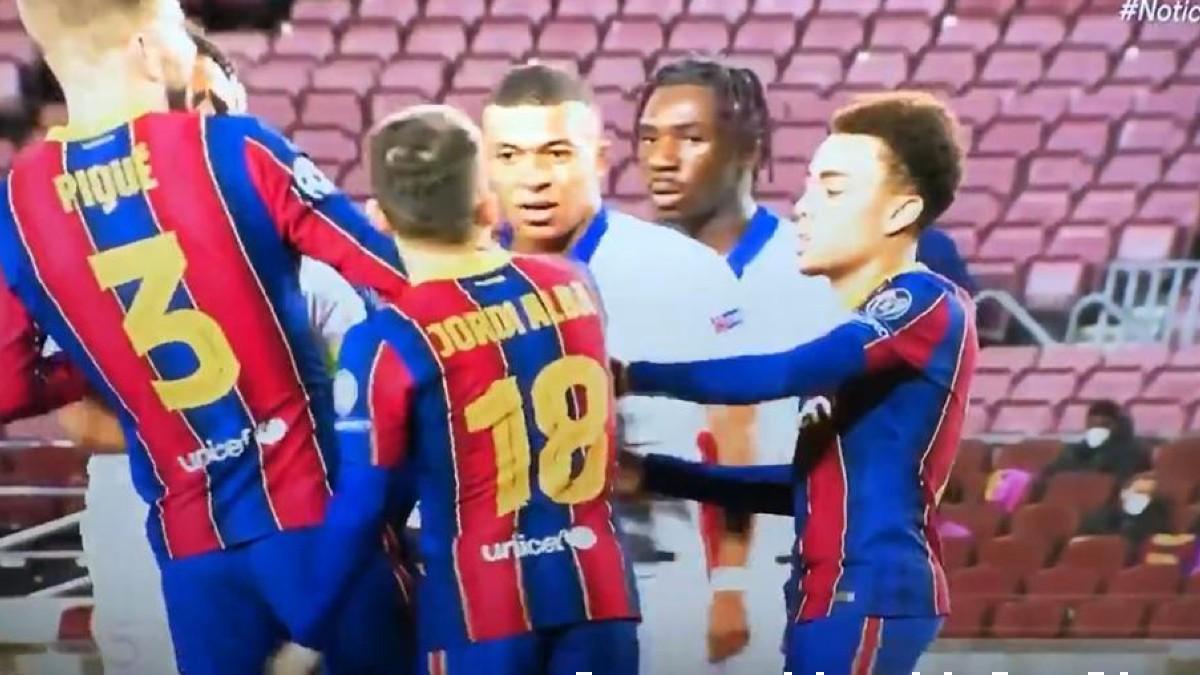 Mbappé y Jordi Alba, en el partido.